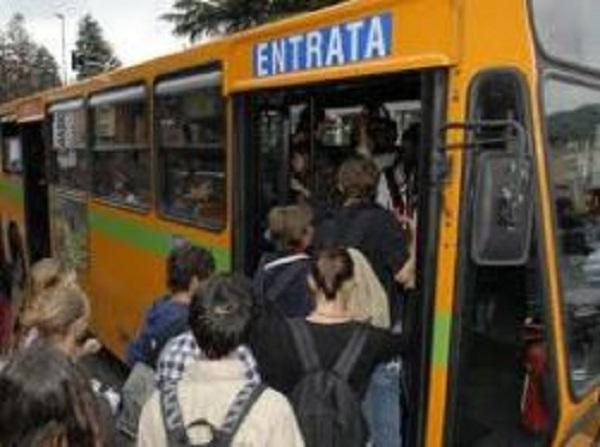 Strade dissestate e autobus di linea