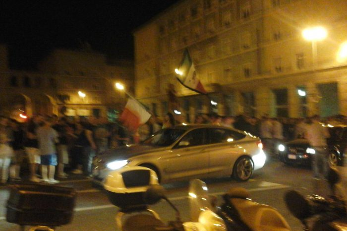 Italia-Inghilterra 2-1, è festa in piazza Vittoria