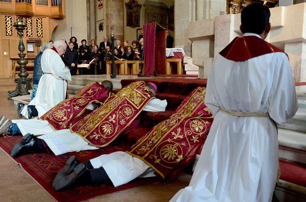 Bolzano. Liturgia del Venerdì Santo con il vescovo Ivo Muser.