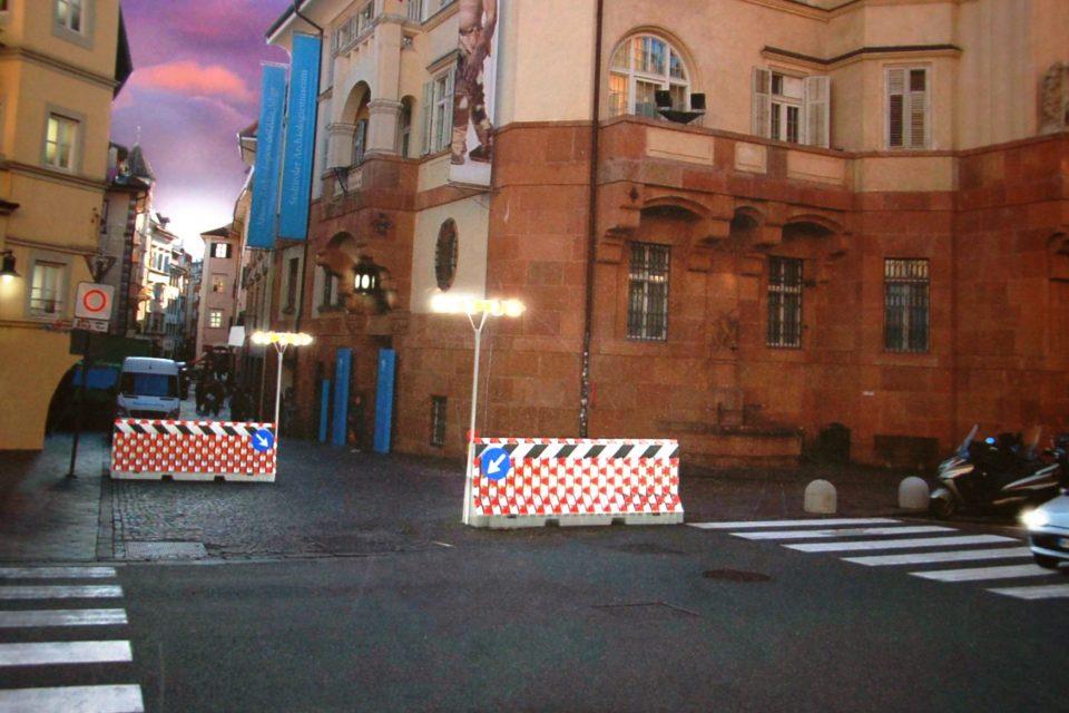 Bolzano. Dissuasori, intervento artistico deciso collegialmente dalla Giunta comunale