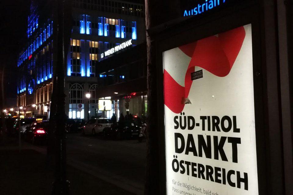 Plakataktion in Wien, Süd-Tirol dankt Österreich
