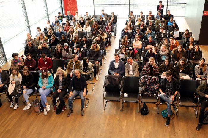 """Bolzano. """"Come fare carriera nel mondo del lavoro"""", studenti  a confronto con il mondo del lavoro"""