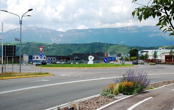 Bolzano. Al via i lavori per il nuovo semaforo in via Einstein