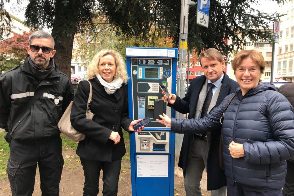 La sosta sulle strisce blu a Bolzano da oggi si paga anche con l'app