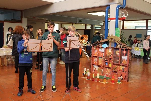 Bezaubernder Weihnachtsmarkt an der Mittelschule Ritten