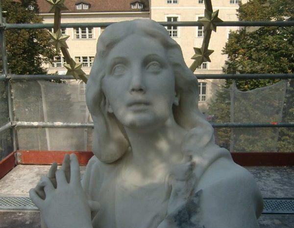 Bolzano. Parco Madonna, rubata l'aureola alla statua della Madonna